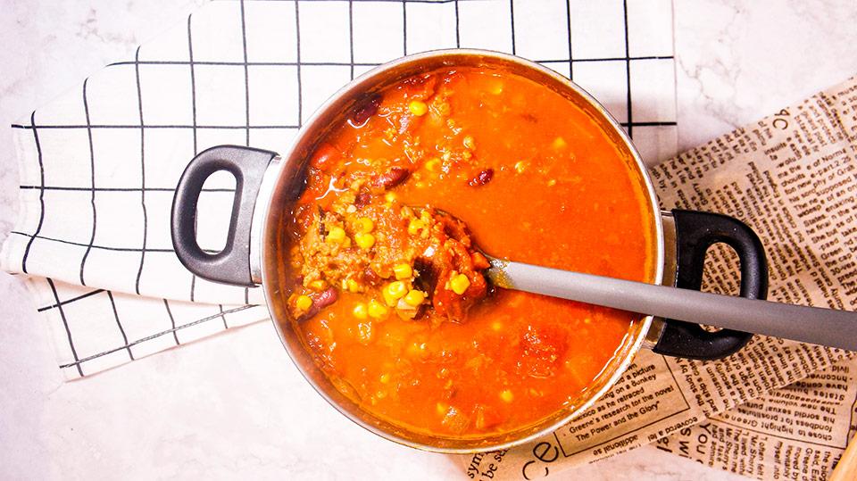 Big pot of vegetarian chili con carne