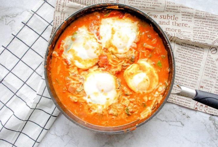 homemade shakshuka recipe featured