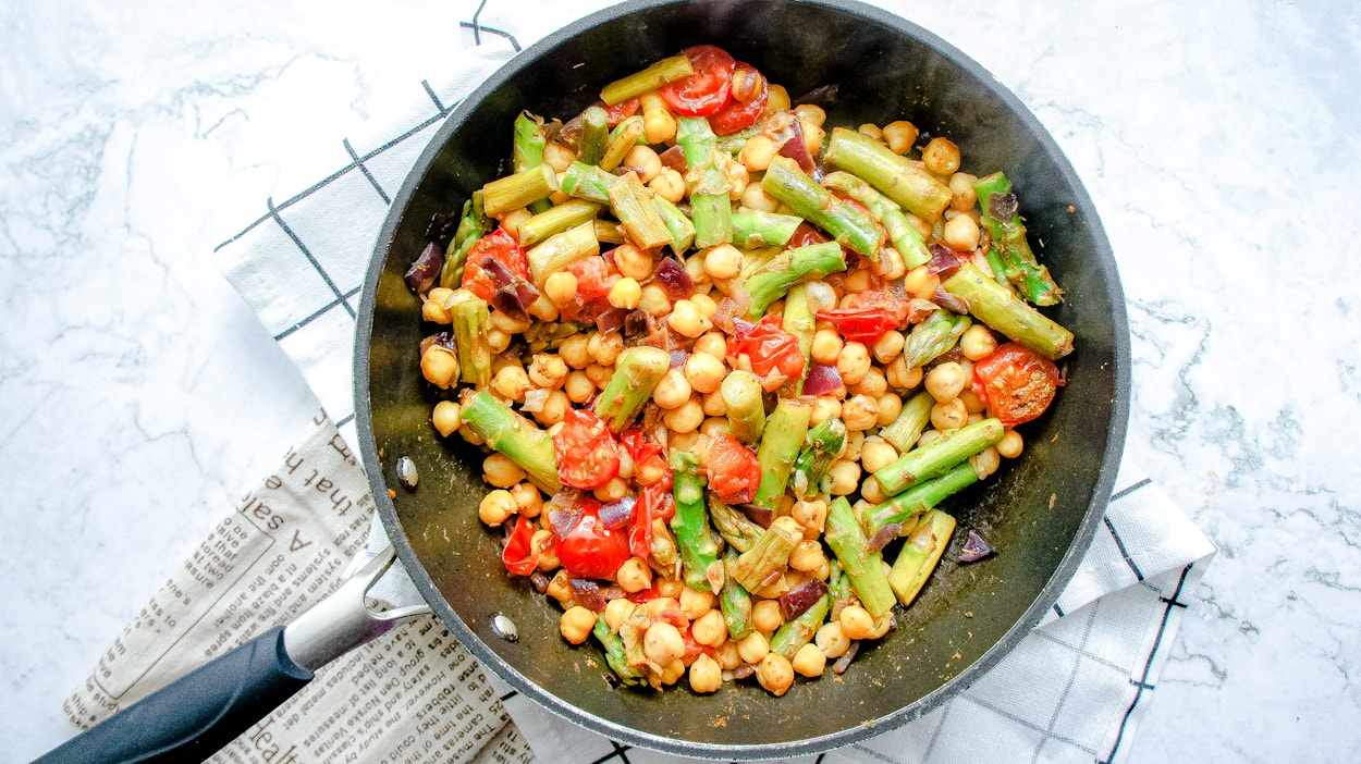 Featured image healthy asparagus couscous skillet