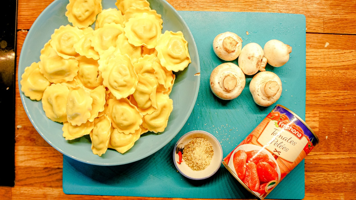 Ingredients of the tortellini soup recipe