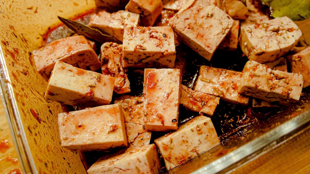 Marinate the vegan tofu bourguignon